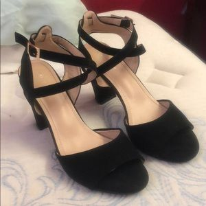 Ankle strap heals